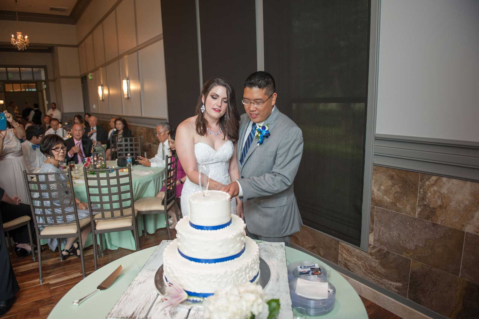photo of the bride and groom cutting the cake at The Ark in Katy