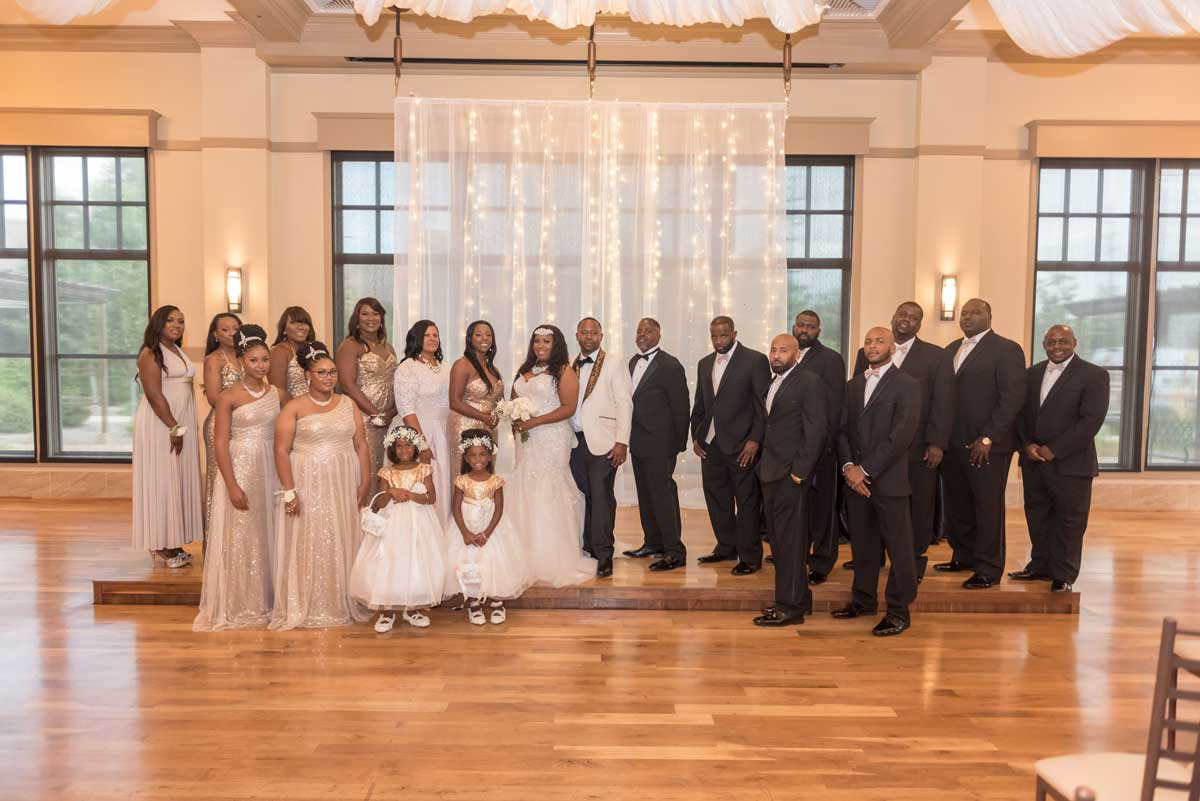 photo of entire wedding party at The Ark in Katy