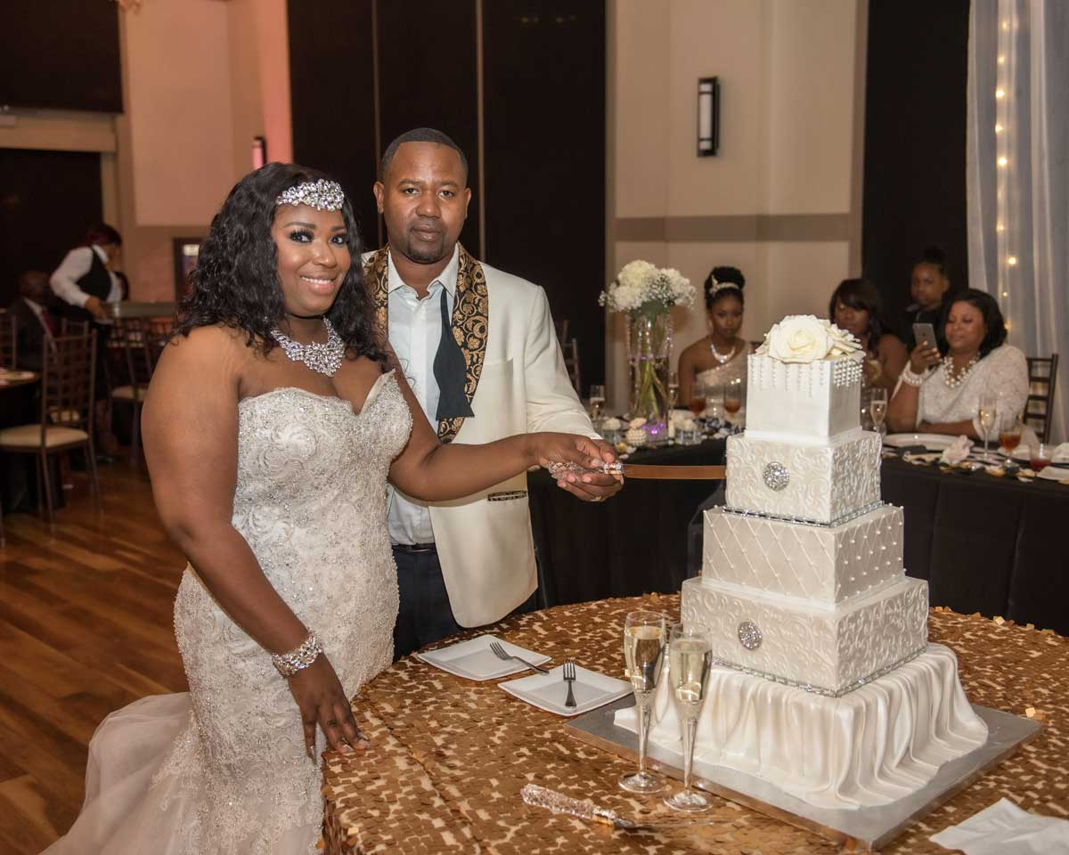 bride and groom cut the cake at The Ark in Katy